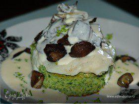 Суфле из брокколи со шпинатом, рыбным филе и лесными грибами