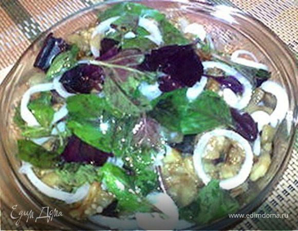 Баклажаны, маринованные с базиликом, луком и чесноком