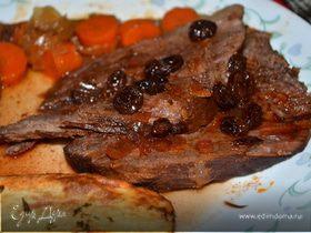 Тушеное мясо по-немецки с подливой из изюма