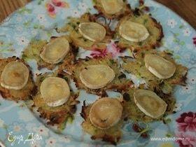 Картофельные галеты с козьим сыром и травами