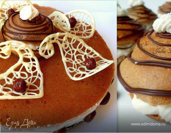 Мини-торт из мокко-профитролей со сливочным кремом, кофейным муссом и белым шоколадом.Плюс мокко-профитроли.