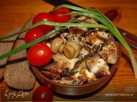 Картофель по-деревенски, запеченный с печенью, грибами, луком и сметаной