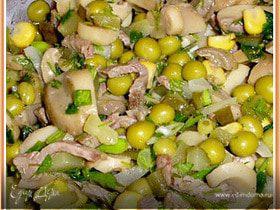 Мясной салат с грибами