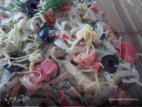 Паста феттучине со сливочным соусом и овощами