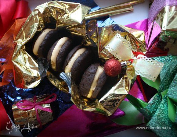 Шоколадные печенья вупи-куки с облепиховым суфле