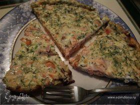 Фриттата с семгой, красным луком и сливочным сыром
