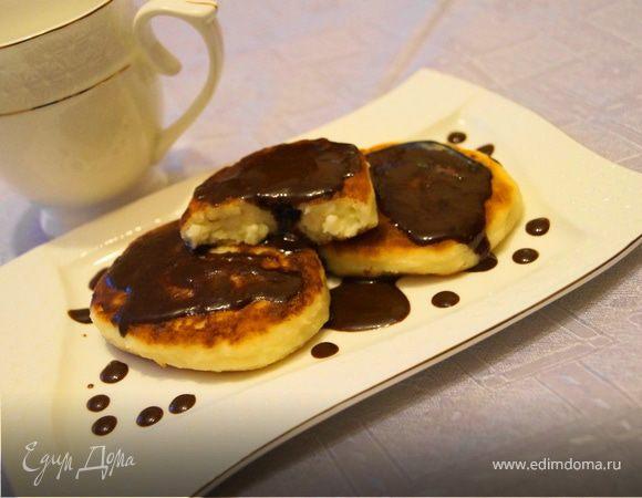 Ванильные сырники с шоколадным соусом