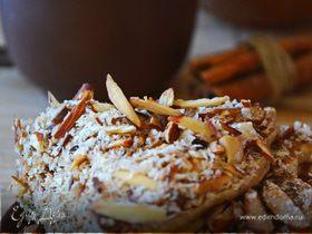 Яблочные панкейки с миндалем, лавандовым медом и кокосовой стружкой