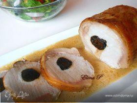 Жаркое из свинины с черносливом в соусе из вина и сливок