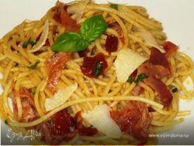 Спагетти с вялеными помидорами и окороком