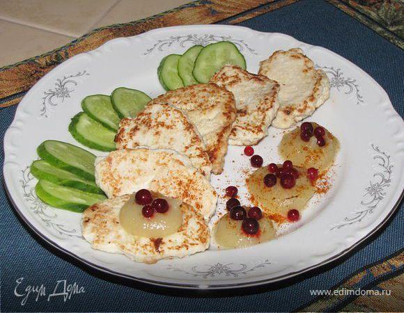 Курино-овощные оладьи с яблочным соусом