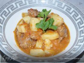 Томленая телятина с картофелем (Spezzatino di vitello con patate)