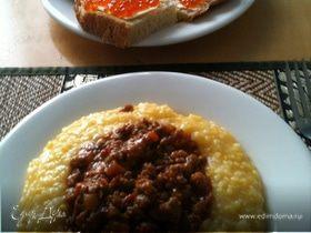 Воскресный завтрак - полента с мясным соусом