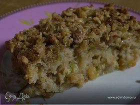 Бабушкин пирог с кабачком, изюмом и грецкими орехами