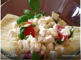 Салат из кус-куса с помидорами и моцареллой