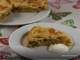 Закрытый пирог из песочного теста с яблоками и ревенем