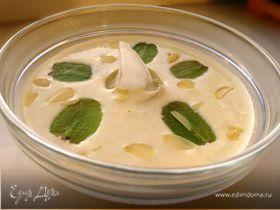 Холодный миндальный суп с чесноком и виноградом от Гордона Рамзи