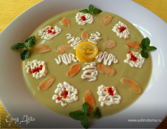 """Холодный крем-суп из авокадо с мятой и лепестками миндаля (""""Холодные супы"""")"""