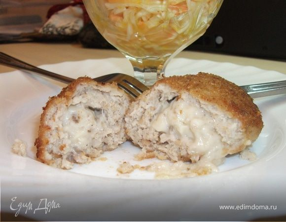 Куриная котлета с начинкой из молочно-грибного соуса