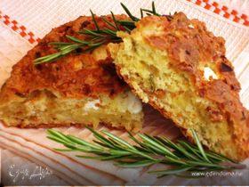 Пирог с сыром фета и розмарином