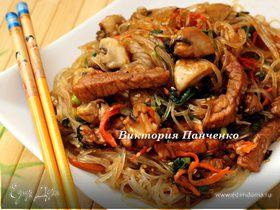 Хопчэ (Топ чи) из картофельной фунчозы со свининой и шампиньонами