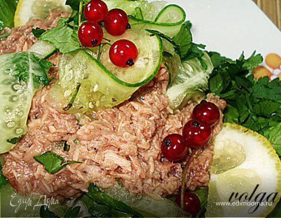 Салат с огурцом и тунцом