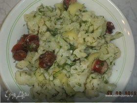 Салат из цветной капусты с охотничьими колбасками
