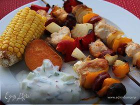 Куриные шашлычки с колбасками и овощами