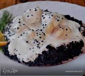 Рыбные клецки с черным рисом и сливочно-икорным соусом