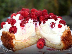 Торт-безе с малиной