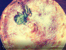 Пирог с яблоками и виноградом