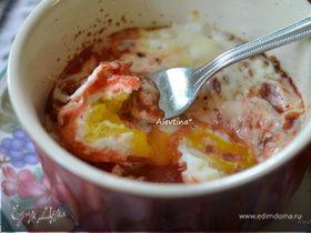 Запеченные яйца в остром томатном соусе