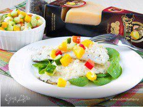 Жареное филе дорадо с сыром Джюгас на подушке из шпината с сальсой