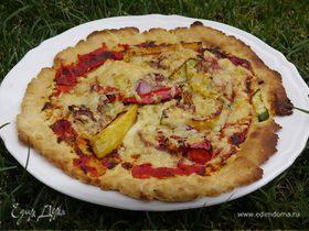 Быстрая пицца с перцем, цукини и красным луком