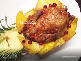 Рябчики с карамелизированными ананасами и брусникой