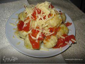 Картофельные ньокки с соусом из помидоров
