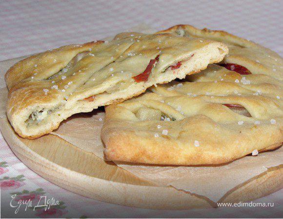 Фокачча с грушей, сыром и беконом