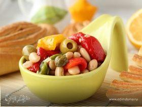 Салат с запеченными перцами и фасолью