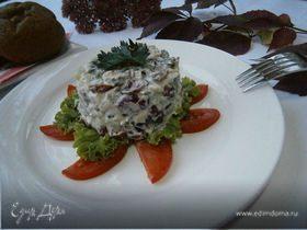 Салат из курицы, сельдерея и клюквы