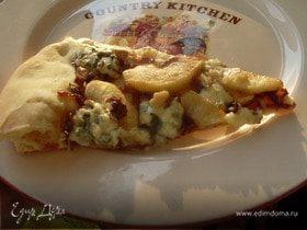 Пицца с карамелизированным луком и яблоками