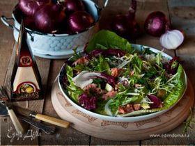 Салат из копченой рыбы с авокадо, красным луком и сыром