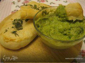 Индийские лепешки Наан с соусом из авокадо
