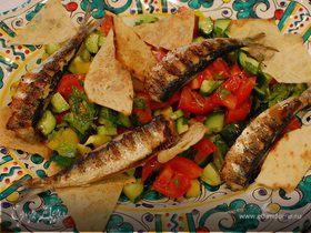 Сардинки с легким салатом и чипсами из лаваша