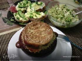 Картофель с черносливом и курицей, запеченные в горшочке