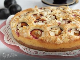 Пирог со сливой и миндалем