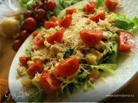 Классический салат «Цезарь» с одноименным соусом