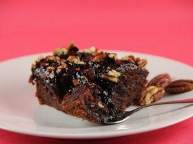 Шоколадный пирог с кока-колой, маршмеллоу и орехами пекан