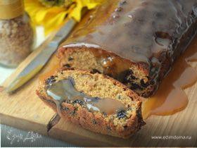 Имбирный кекс с черносливом под карамельным соусом