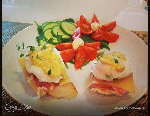 Завтрак с яйцами Бенедикт