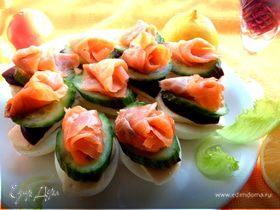 Рыбное канапе на маринованных яйцах